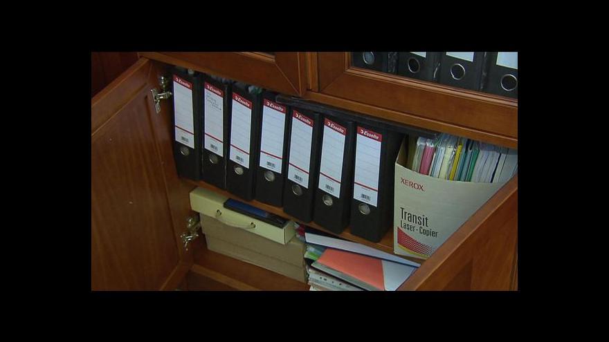 Video Ministři končící Nečasovy vlády začínají balit
