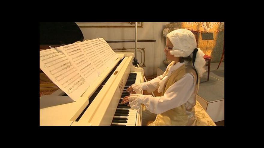 Video No comment: Mozartova sonáta pro dva klavíry