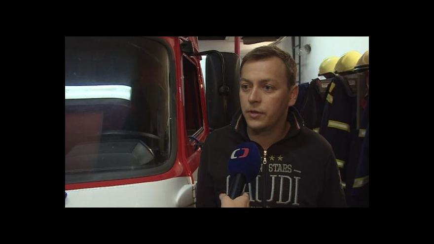 Video Hasič Ondřej Bednář popisuje noční poplach