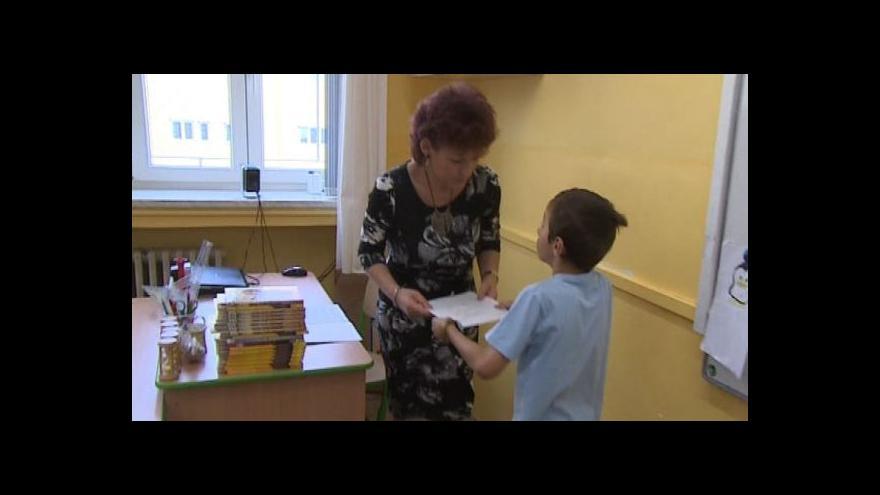 Video Rozdávání vysvědčení v Montessori třídě