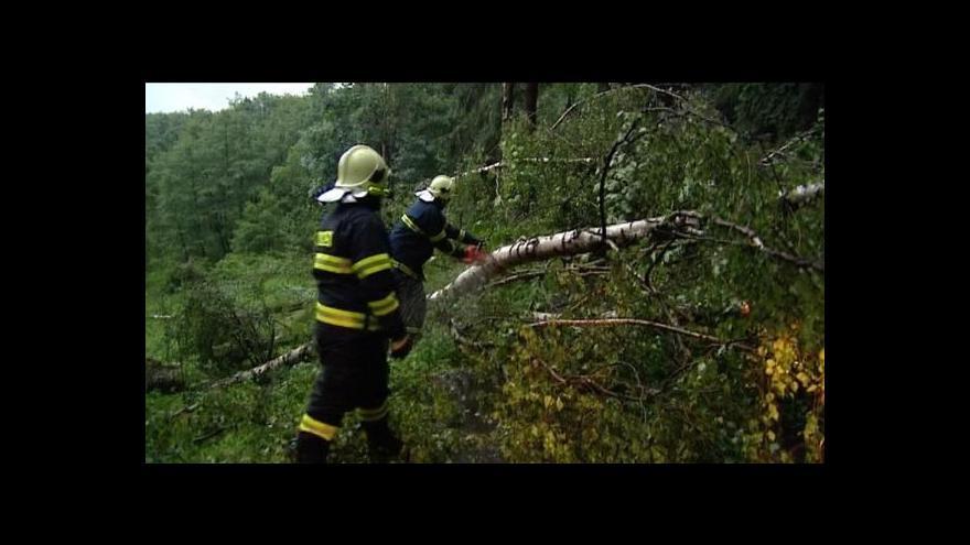 Video Karlovarsko zasáhly silné bouřky