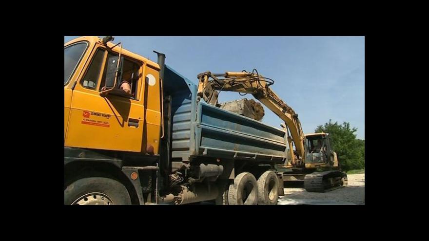 Video NO COMMENT: Opravy trati jsou v plném proudu