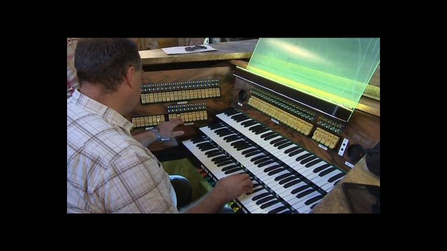 Video NO COMMENT: Hraní na zrestaurované varhany v bazilice na Velehradě