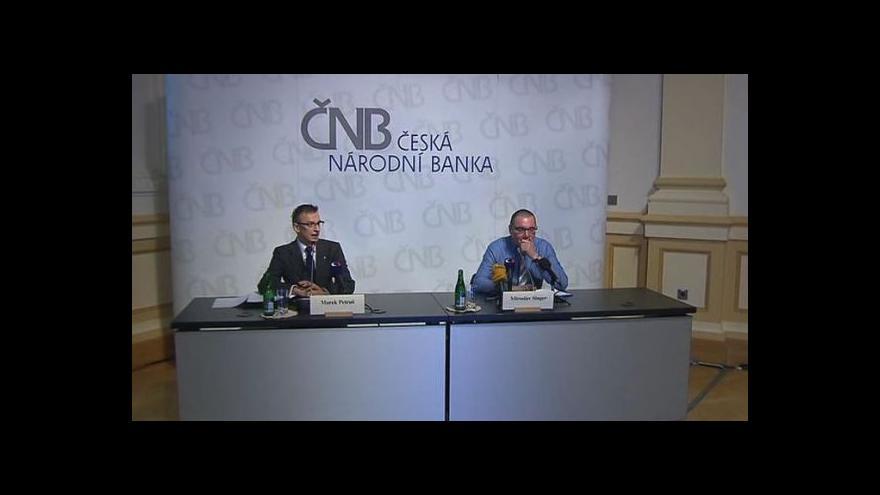 Video Brífink guvernéra ČNB k finanční stabilitě ČR v letech 2012-13