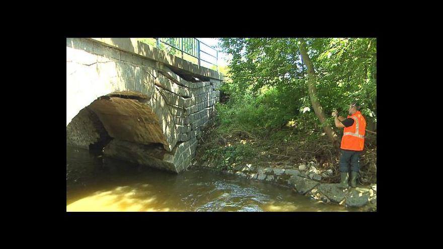 Video Statici kontrolují mosty