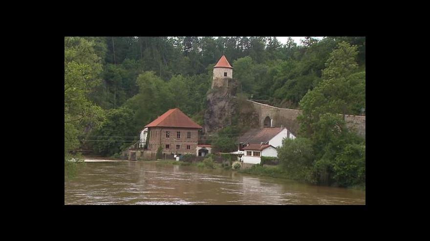 Video Hrozba povodní trvá. Blesková povodeň udeřila i v Karpatech