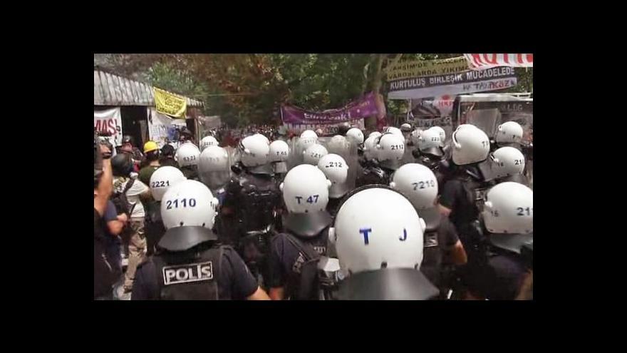 Video Policie vyklidila istanbulské Taksimské náměstí