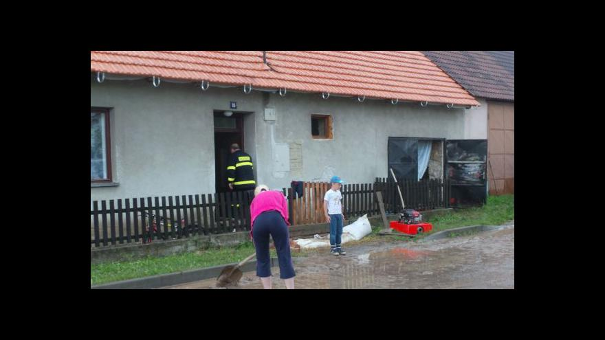Video No comment: úklid po velké vodě v Černovicích