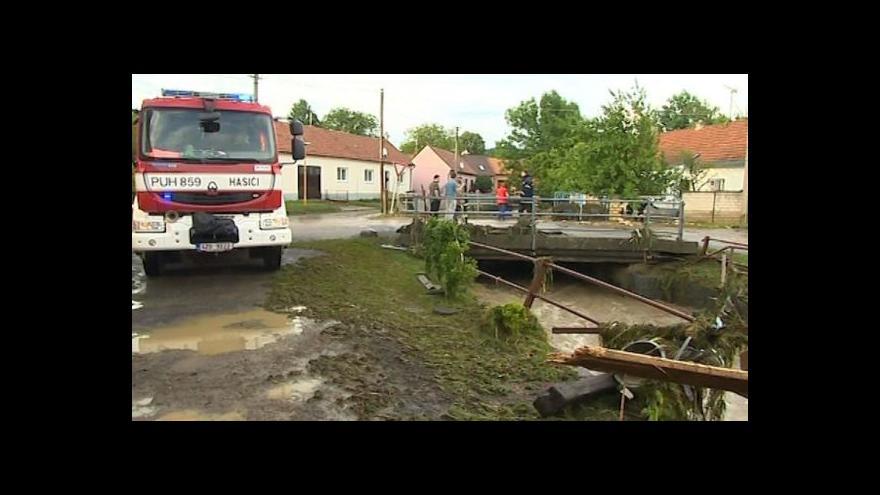 Video No comment: Velká voda ve Zlínském kraji