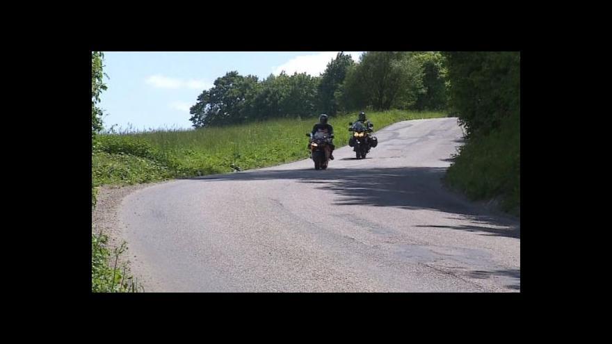 Video No comment: sjezd motorkářů ve Sloupu