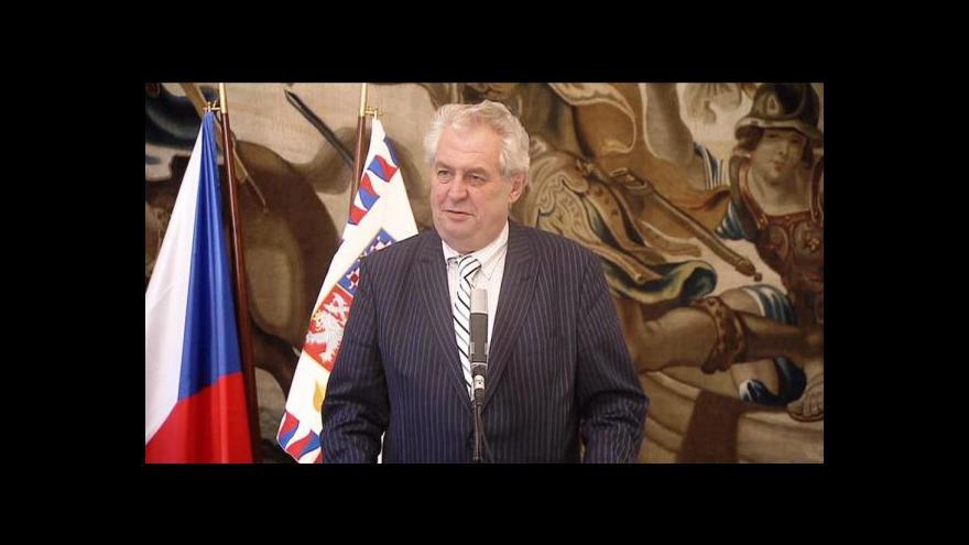 Video Tři měsíce Miloše Zemana