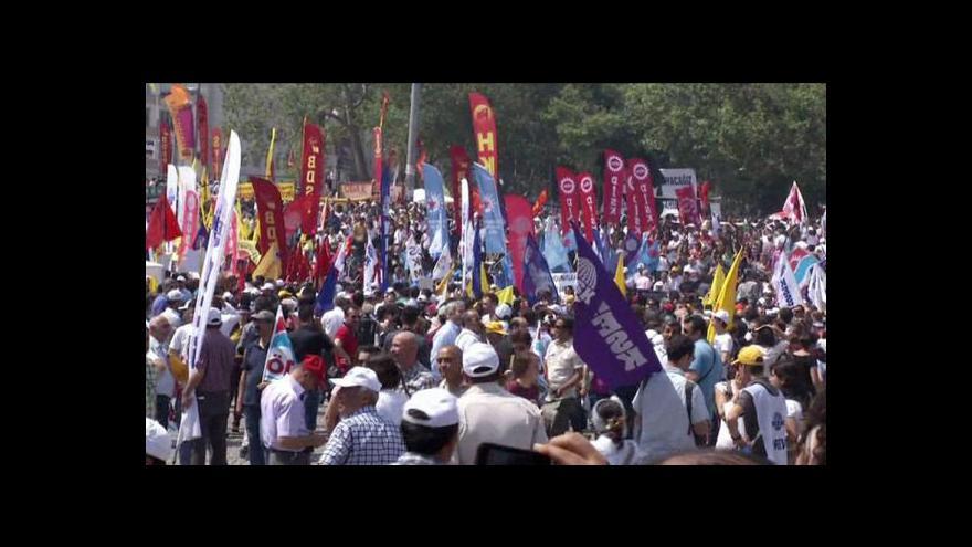 Video Turecký premiér protesty znovu tvrdě odsoudil
