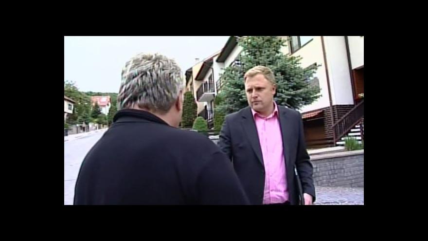 Video Přítel rodiny, který našel jedno z těl