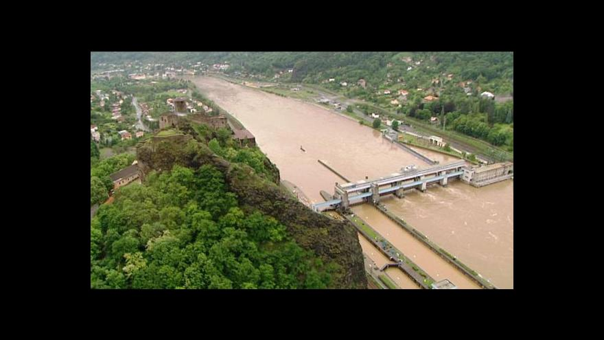 Video Povodně z vrtulníku - Reportáž Hany Scharffové