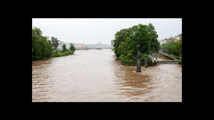 Video Zprávy ve 23:00 - Aktuální informace k povodním