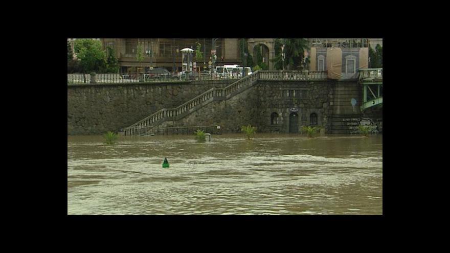 Video Voda na pražských náplavkách