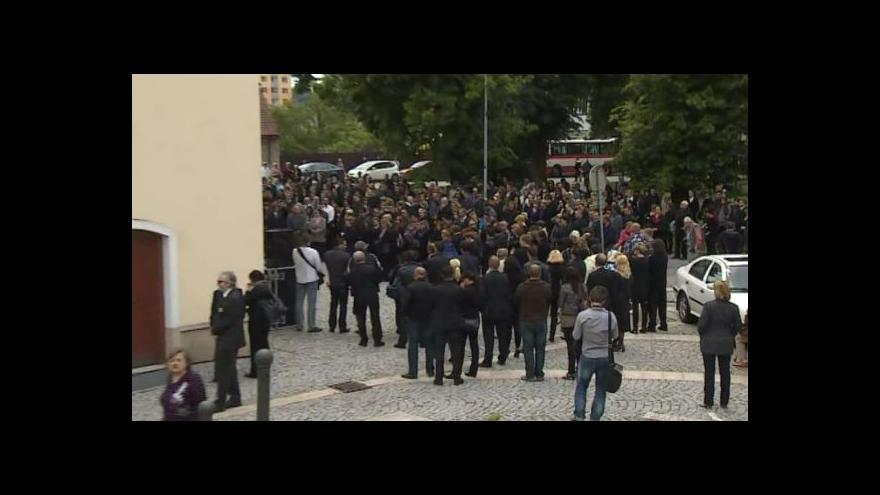 Video NO COMMENT: Poslední rozloučení se zavražděnou rodinou z Brna-Ivanovic