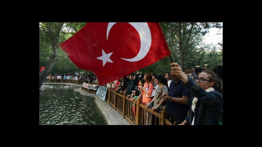Video Násilné nepokoje v Turecku pokračují