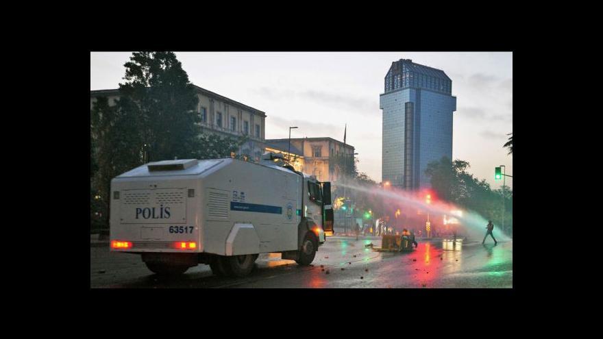 Video Policie rozehnala demonstraci v centru Istanbulu
