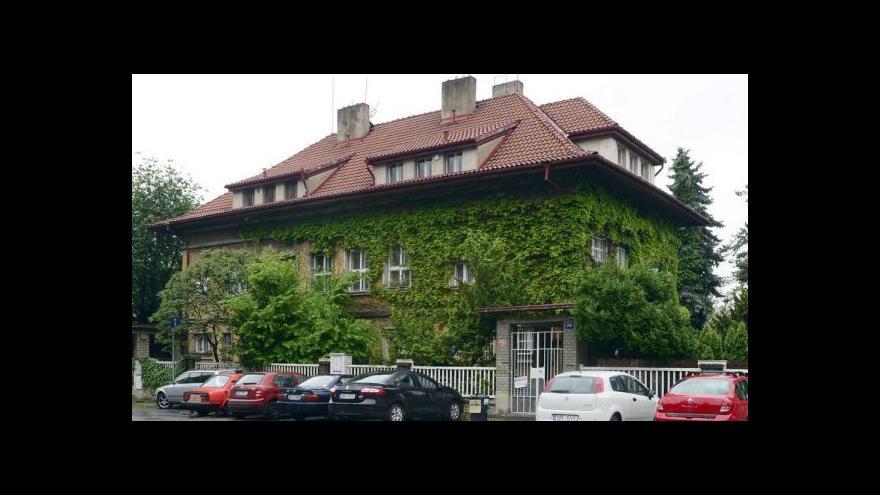 Video Prodej Čapkovy vily tématem Událostí, komentářů