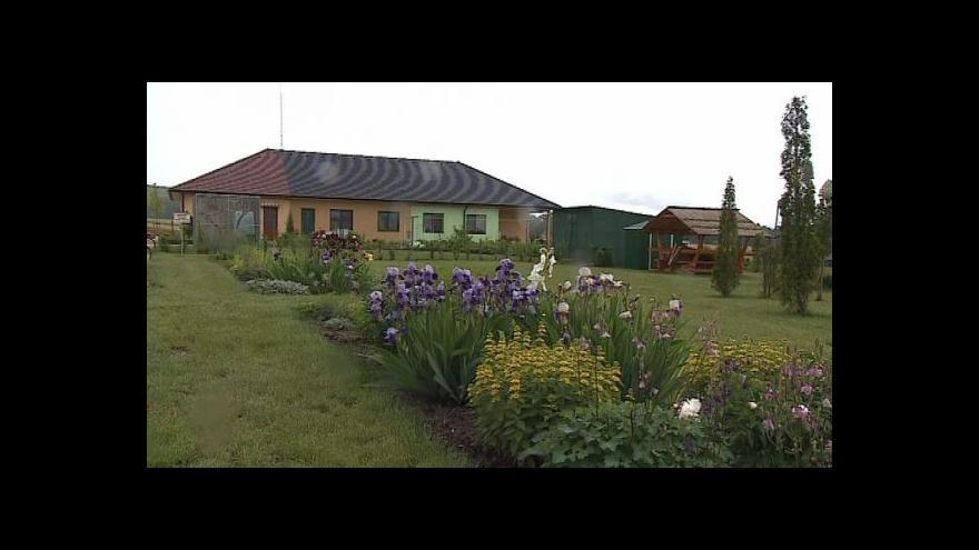 Video Jak se bydlí ve vesničce pro seniory?