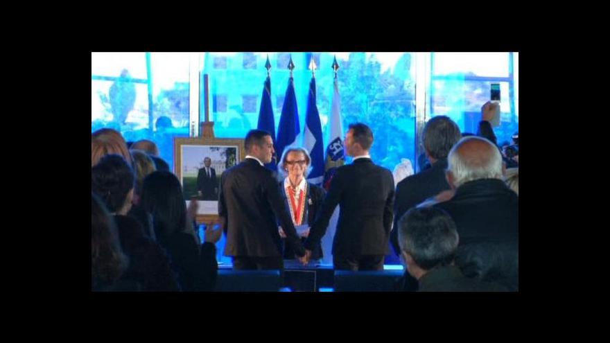Video Ženich a ženich – Francie poprvé zažila svatbu homosexuálů