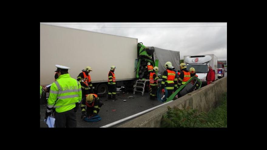 Video No comment: nehoda tří kamionů na D1