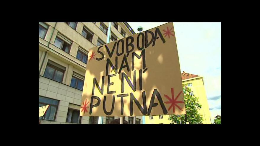 Video Rozhovor s organizátory protestu na Hradčanském náměstí