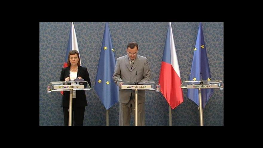 Video Brífink premiéra Petra Nečase a předsedkyně ERÚ Aleny Vitáskové