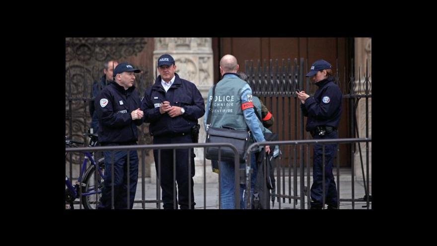 Video Před oltářem chrámu Matky Boží v Paříži se zastřelil pravicový aktivista