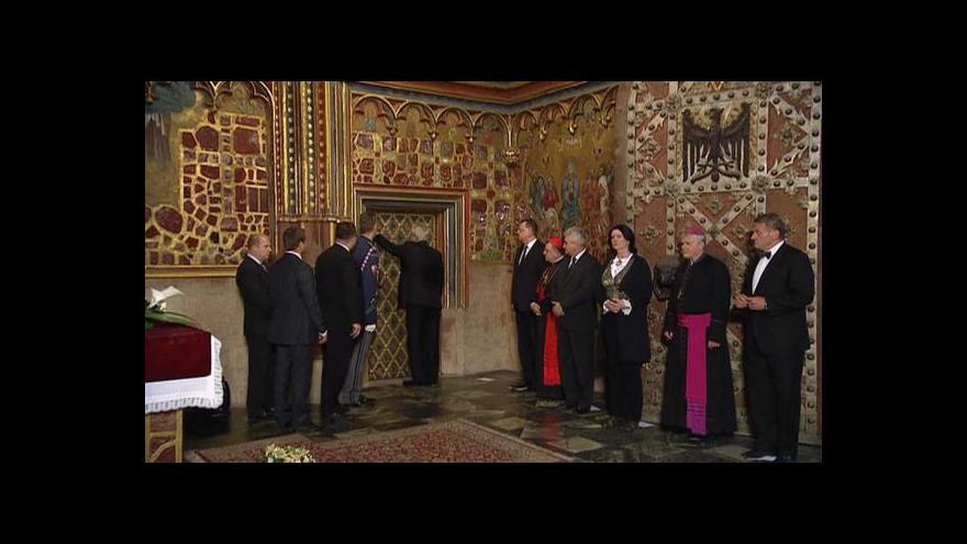 Video Uložení klenotů zpět do Korunní komory