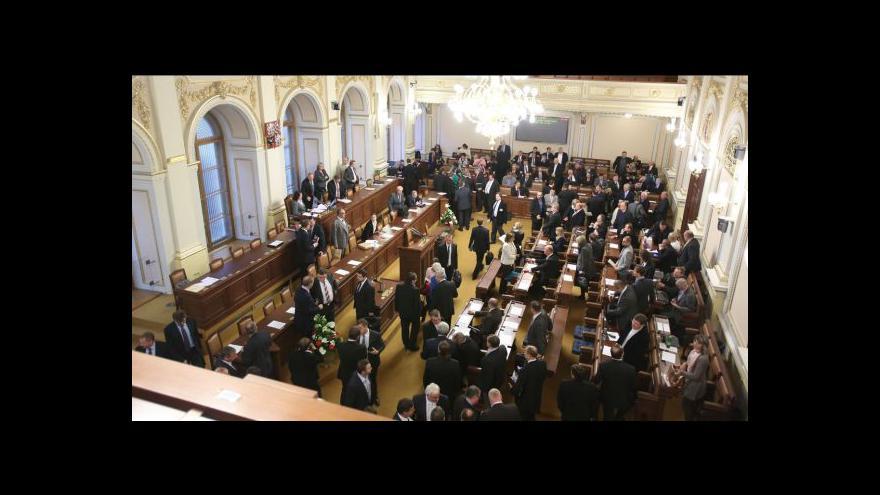 Video Poslanci vyřadili z programu schůze finanční ústavu