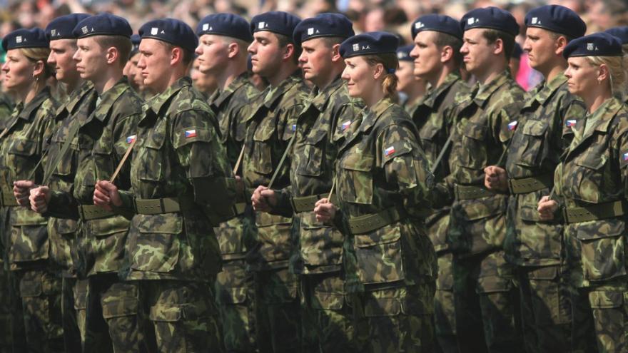 Video V Chrudimi vznikne výsadkový pluk, kvůli rostoucímu napětí v Evropě