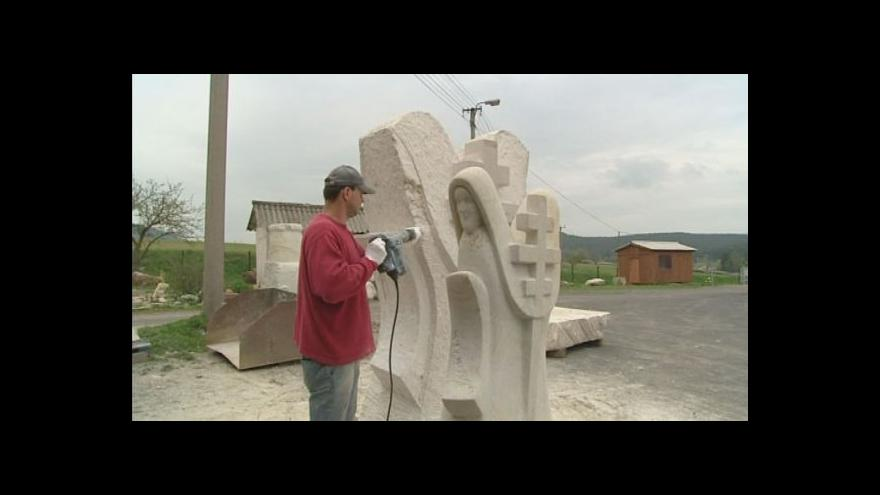 Video Marcel Stoklasa chystá sochu pro Ratíškovice