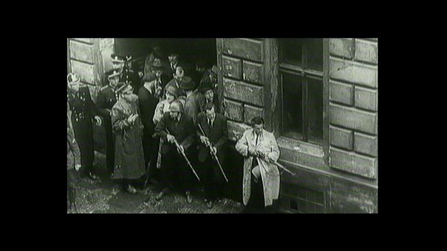 Video Vzpomínky na Pražské povstání: Podle Zemana k němu vedlo lidi ponížení