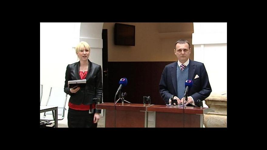 Video Brífink Víta Bárty o trestním oznámení na Martince a Bradáčovou