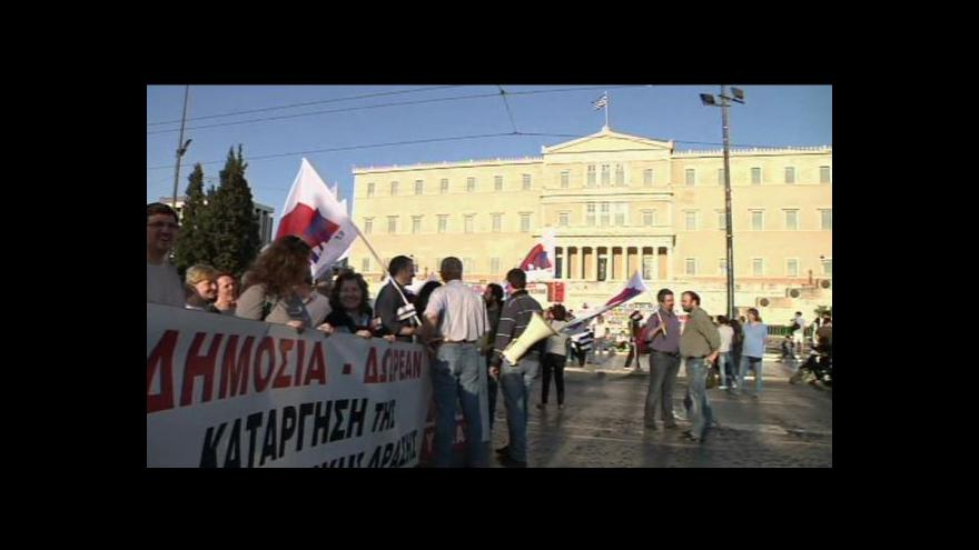Video V Řecku demonstrovaly tisíce lidí, parlament schválil další škrty