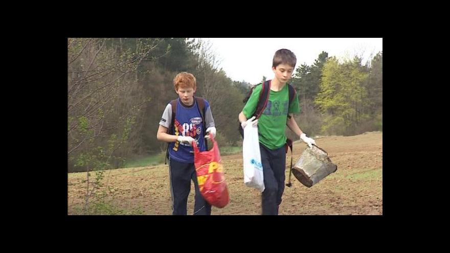 Video No comment: Školy pomáhají s úklidem na Den země