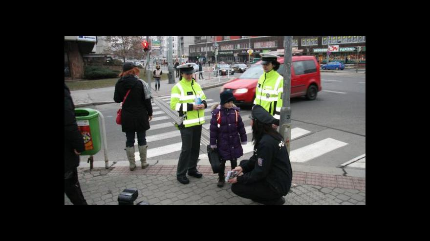 Video Policejní tramvaj naučí děti správně přecházet