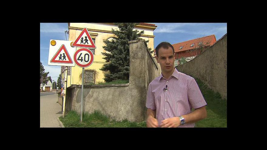 Video Tisíce zbytečných značek matou řidiče