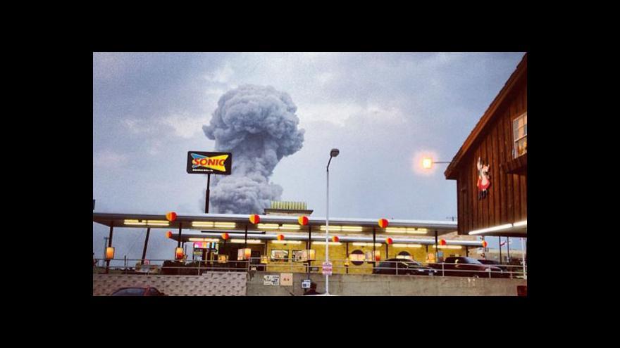 Video Exploze továrny na hnojiva (Zprávy 12:00)