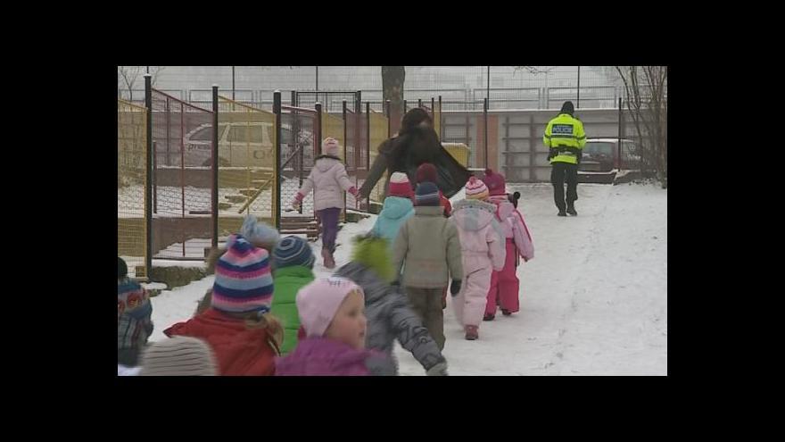 Video NO COMMENT: Evakuace dětí z jedné ze školek