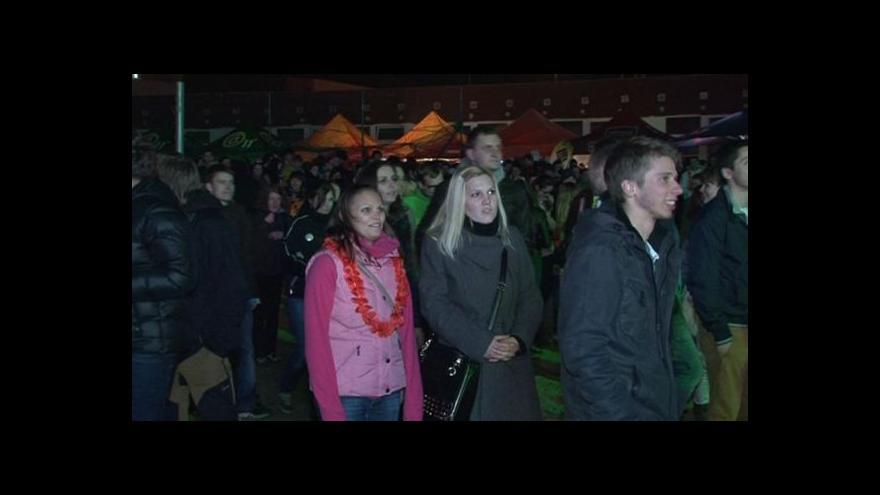 Video NO COMMENT: Světelná show