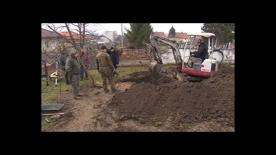 Video NO COMMENT: Exhumování těl Kurta Knispela a dalších vojáků