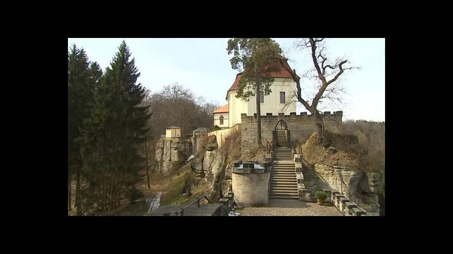 Video Zpevnění skal u hradu Valštejn se odkládá