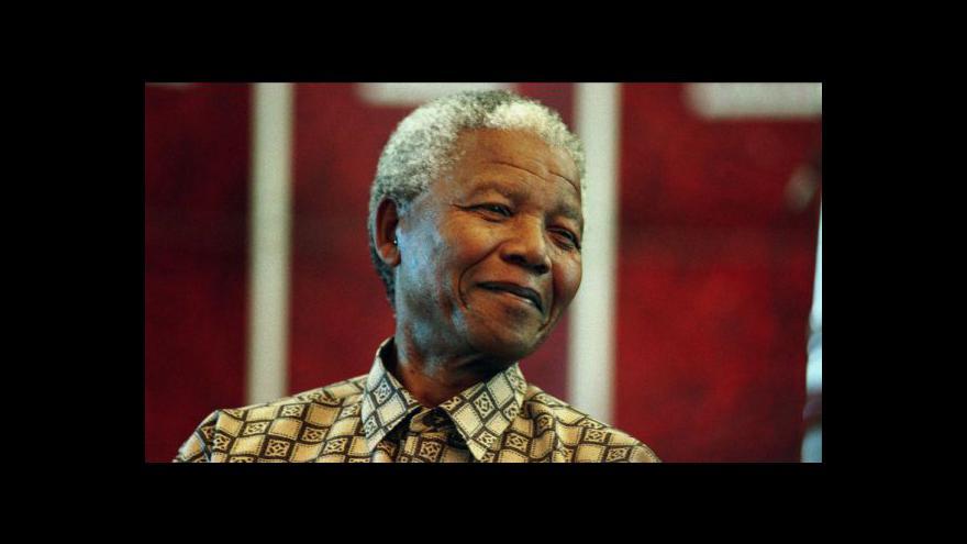 Video Mandela se v nemocnici zotavuje