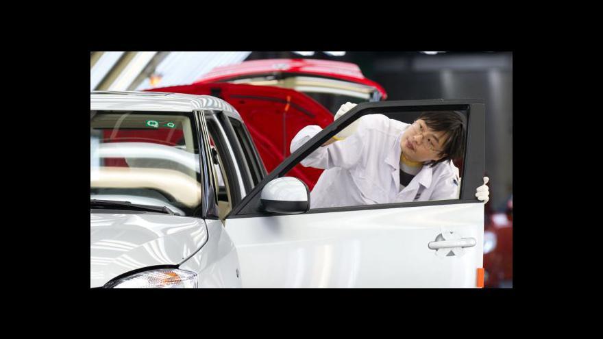 Video Američtí prodejci aut slaví, evropští se derou do Asie