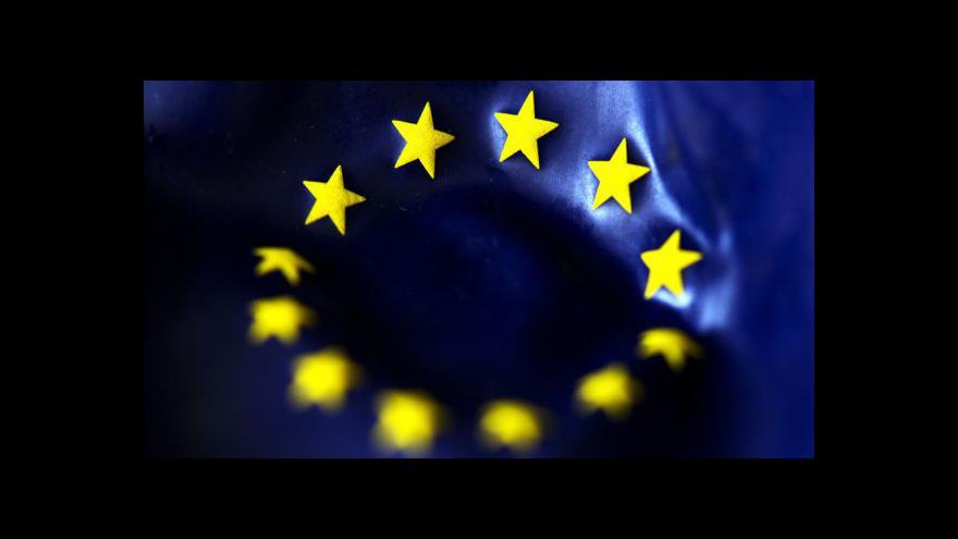 Video Události: Nad Prahou zavlaje vlajka EU