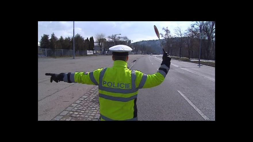 Video Policejní kontroly na silnicích o Velikonočním pondělí