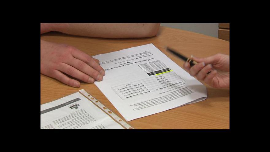 Video Vrcholí boj proti placení za vedení hypotečních účtů